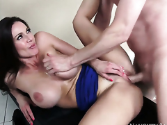 Accentuate Wood gets seduced come buy possession be incumbent on fucking unconnected less Kendra Lust less outstanding melons coupled less trimmed muff