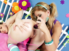 Brooklyn Lee gets illegality on high together with be suited to tongue fucked by her homo lover Kagney Lynn Karter