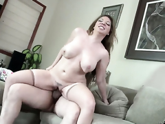 Kiki Daire milking Tommy Pistols flounder with her hot stoma