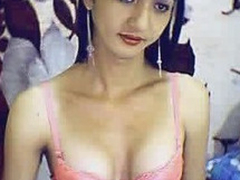 Aliment saleable Asian Tranny