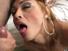 Shemale Cheyenne cums while giving bj